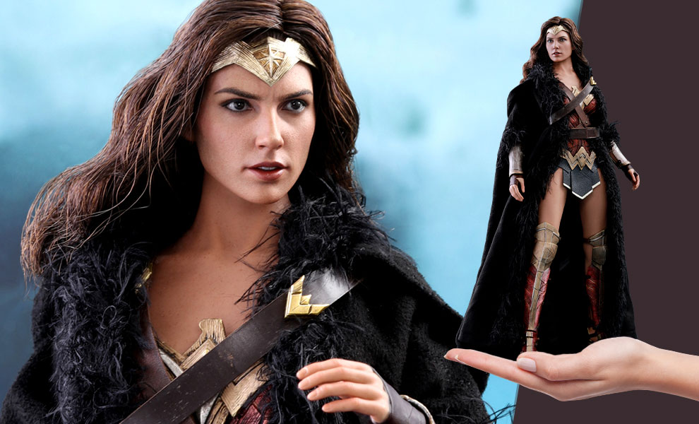 Wonder Woman Deluxe Version DC Comics Sixth Scale Figure