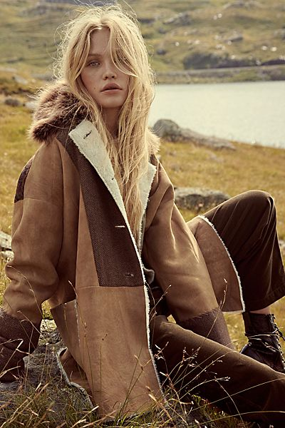 "Brenda Knight Coat ""Country Cabin"""
