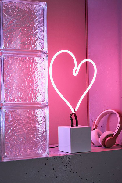 Neon Mfg. Pink Heart Neon Sign Table Lamp
