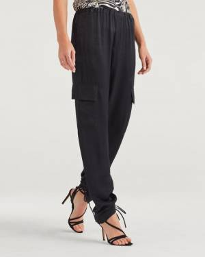 7 For All Mankind Relaxed Satin Cargo Pant in jet Black